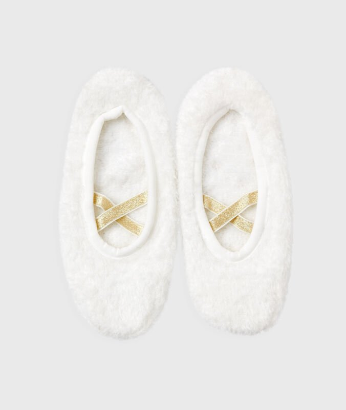 Chaussons souples blanc.